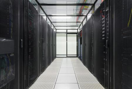 서버 룸, 슈퍼 컴퓨터, 서버 실, 데이터 센터, 데이터 보안 센터의 현대적인 인테리어 스톡 콘텐츠