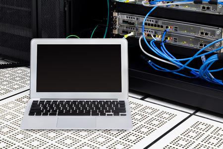 Laptop in network data center, server room  show earning growth on screen  Standard-Bild