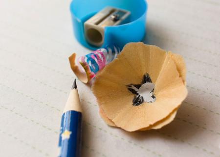 sacapuntas: Pencil shavings and pencil sharpener