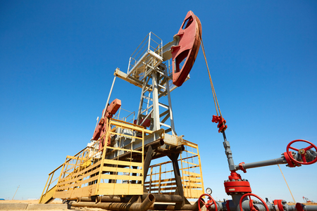 Pumpjack. A pumpjack is the overground drive for a reciprocating piston pump in an oil well. The arrangement is commonly used for oil wells. Pumpjacks are common in oil-rich areas.