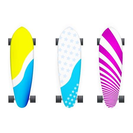 skateboard park: Conjunto de longboards de colores con ruedas negras. Tres ilustraciones de vectores aislados en blanco.