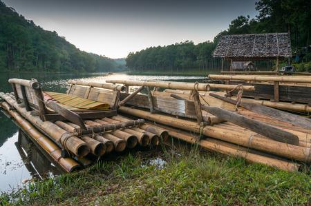 cape mode: Bambusflo� auf Pang Ung Stausee.