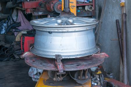 alloy wheel: Alloy Wheel on remove the wheel machine