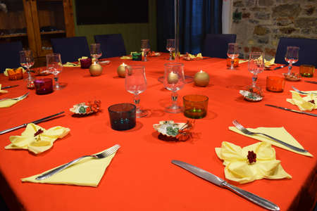 Close up on table set with red tablecloth. Standard-Bild
