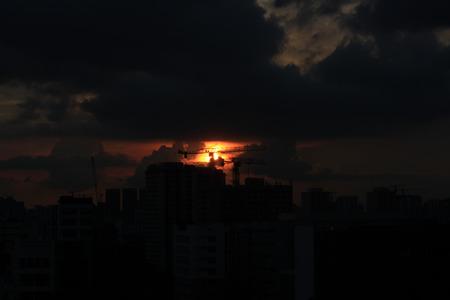 construccion: Construcci�n y puesta de sol