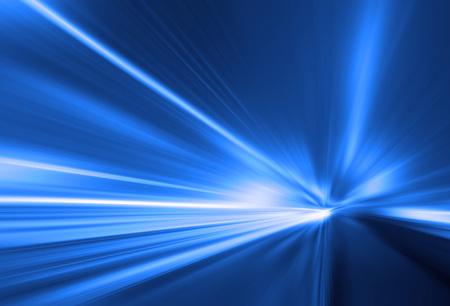 ヘッドライトの高速ぼやけ道での車の移動 写真素材