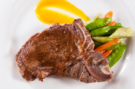 t bone: Grilled t-bone steak