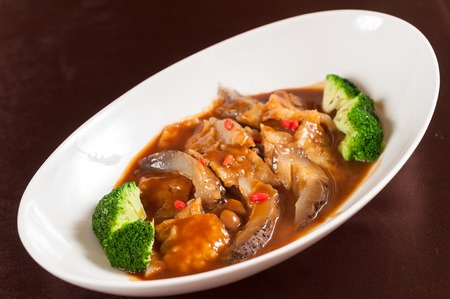ostra: Estofado de pepino de mar con salsa de ostras