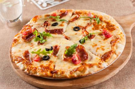 Pizza à la saucisse de fromage