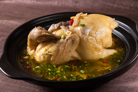 sopa de pollo: caldo de pollo Foto de archivo