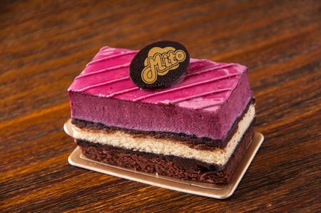 small cake: Small cake Editorial