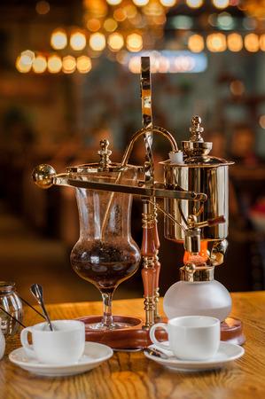 destilacion: café de destilación con lámpara de alcohol