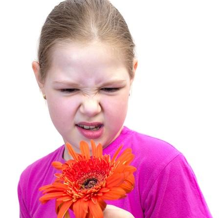 2 to 3 years:  ragazza con un fiore isolata on white