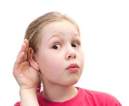oir: Ni�a de la mano en la oreja