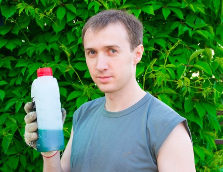 toxicology: The man with a lubricating oil bottle
