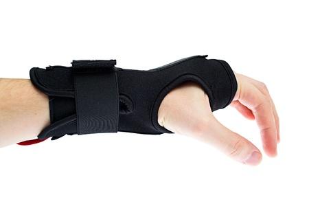 splint: Soporte de muñeca con mano aislada sobre fondo blanco. Foto de archivo