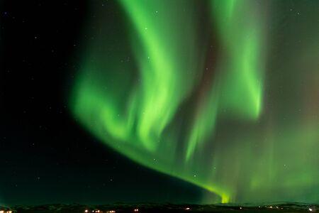 Luz verde del norte sobre islandia