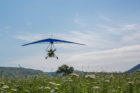 microlight flying at Nalati prairie Редакционное