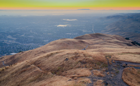 silicon: Sunset Silicon Valley. Pico de la misión Regional Preserve, Fremont, CA, EE.UU.