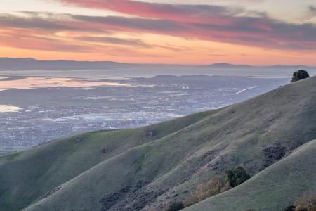 silicon: Silicon Valley y Rolling Hills en la puesta del sol