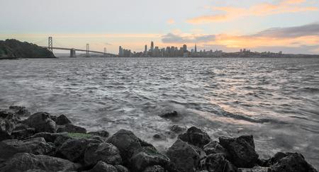 isla del tesoro: Costa de San Francisco Puesta de sol desde la isla del tesoro Foto de archivo