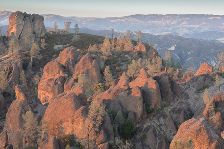 High Peaks Golden Hour. Pinnacles National Park, California, USA. Imagens