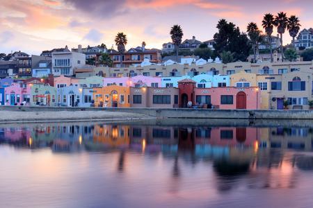 キャピトラ村夕日の反射。キャピトラ、サンタ クルス郡、カリフォルニア、アメリカ合衆国 写真素材
