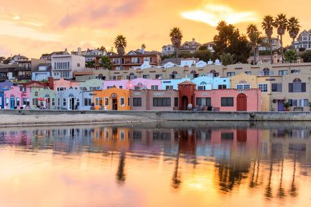 Capitola Village Sunset Vibrancy. Esplanade, Capitola, Santa Cruz County, Californië, Verenigde Staten. Stockfoto