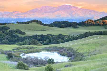 Mount Diablo Sunset as seen from Briones Regional Park. Contra Costa County, California, USA. 스톡 콘텐츠