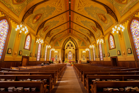 Santa Cruz, California - March 24, 2018: Interiors of Holy Cross Catholic Church. Holy Cross Catholic Church first began as one of the 21 California missions: La Exaltacion de la Santa Cruz, giving its name to the city and county. 에디토리얼
