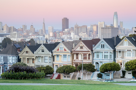 Twilight Over The Painted Ladies of San Francisco. Iconic Victorian Houses and San Francisco Skyline in Alamo Square, San Francisco, California, USA. Stock Photo