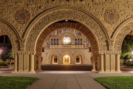 North façade of Stanford Memorial Church from the Memorial Court of the Main Quad Imagens