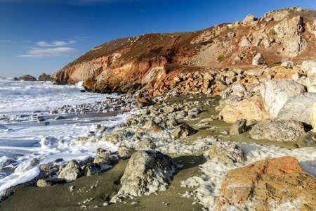 Rugged Coastline and Sea Foam at Rockaway Beach. Pacifica, San Mateo County, California, USA. Фото со стока