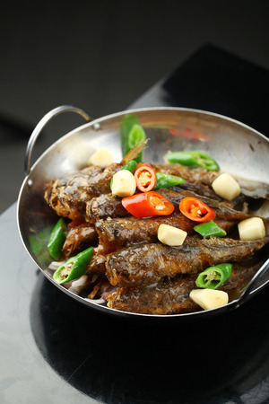 wok: Fried fish served in a wok