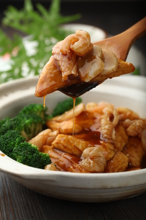 cuisines: Chinese cuisine served in a claypot
