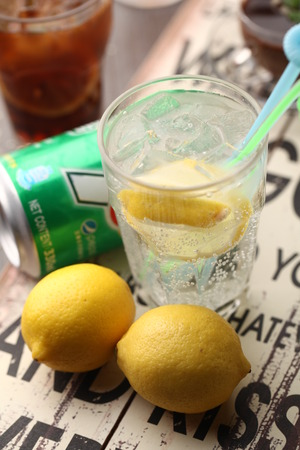 soft drinks: Soft drinks with lemon