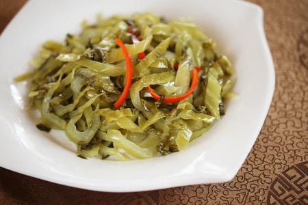 encurtidos: Pickles con pimienta rebanada Foto de archivo