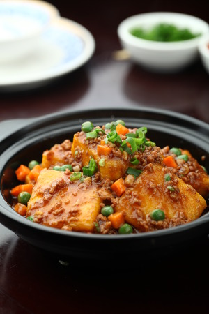 bean curd: Bean curd with minced meat served in a clay pot