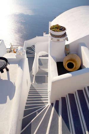 greek pot: Scale gi� al mare