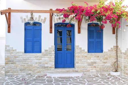 푸른 문과 창문 스톡 콘텐츠