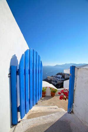 greek pot: Benvenuto a Paradice