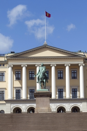 karl: Statue of King Karl Johan outside The Royal palace in Oslo