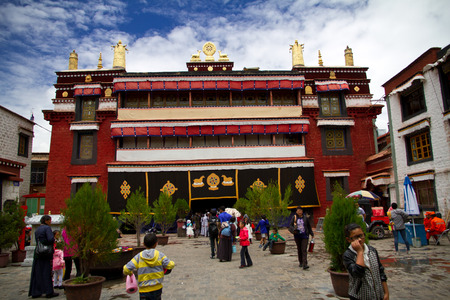 pious: Tibet Xiaozhaoshi door