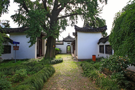 chinese courtyard: Traditional chinese house courtyard