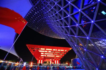 axis: Pabell�n de China junto a la Expo Axis en la Expo de Shanghai 2010