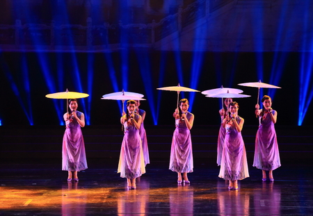 qipao: Women performing on stage with traditional chinese umbrellas Editorial