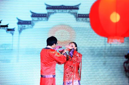 bridegroom: Bridegroom and bride exchanging tea on stage