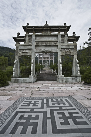 song dynasty: Stone gate in the garden