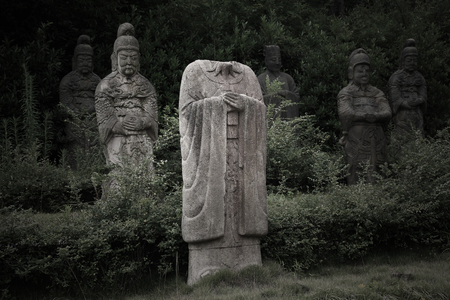 song dynasty: Human likeness statues in the park