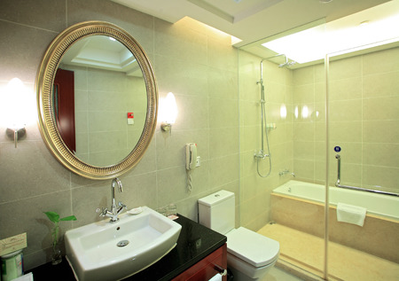hotel bathroom: Harbour Oriental hotel bathroom